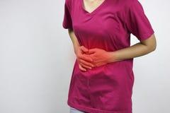 женщины имеют stomachache и боль стоковые изображения rf