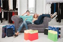 Женщины имея остатки после shoping Стоковая Фотография