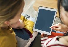 Женщины используя цифровую таблетку совместно Стоковое Фото