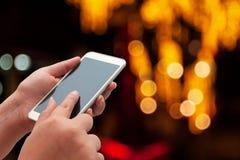 Женщины используя умный телефон Стоковые Фото