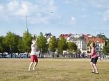 2 женщины и игры лета Стоковые Фотографии RF