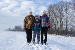 2 женщины и мальчик в снеге Стоковые Фотографии RF