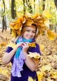 Женщины и осень стоковые фотографии rf