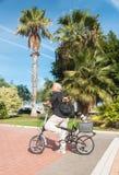 Женщины и собаки на велосипеде Стоковые Изображения RF