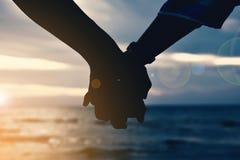 Женщины и человек руки силуэта Стоковое Фото