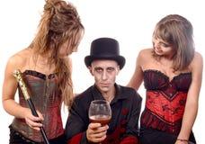 2 женщины и человек в вампире маскировки Стоковые Фотографии RF