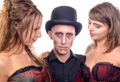 2 женщины и человек в вампире маскировки Стоковое фото RF