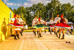 Женщины и люди в фольклорных костюмах в Словакии Стоковое Фото