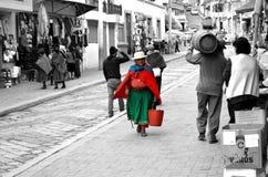 Женщины идя в улицу эквадора Стоковые Фото