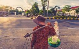 Женщины идя на рынок Стоковое Изображение RF