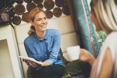 женщины кафа молодые Стоковое Изображение