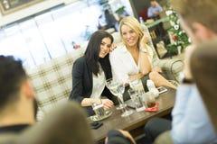 женщины кафа молодые Стоковые Фото
