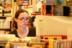 женщины книготорговца Стоковое Изображение