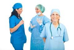 женщины команды хирургов стоковое изображение rf
