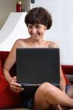 женщины компьтер-книжки конца молодые Стоковая Фотография RF