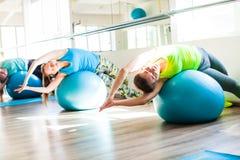 Женщины, который включили в Pilates Стоковое Изображение