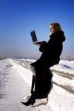 женщины края стоящие Стоковая Фотография