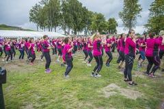 Женщины нагревая к гонке петли Стоковые Изображения
