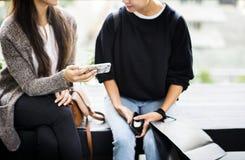 Женщины наслаждаются ходить по магазинам совместно концепция Стоковое Фото