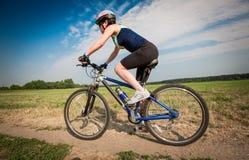 Женщины на велосипеде Стоковые Фото
