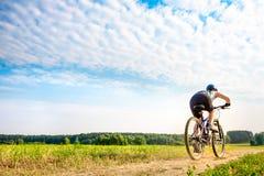 Женщины на велосипеде Стоковые Фотографии RF
