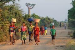 Женщины на грязной улице на восходе солнца Стоковое Фото