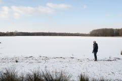 Женщины на замороженном озере Стоковое Изображение RF
