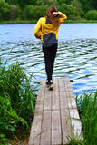 Женщины на мосте Стоковые Фото