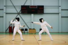 2 женщины на ограждая тренировке Стоковые Фотографии RF