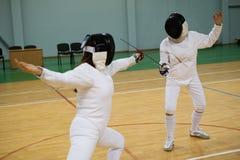 2 женщины на ограждая тренировке Стоковое Изображение RF