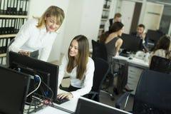 Женщины на офисе Стоковая Фотография