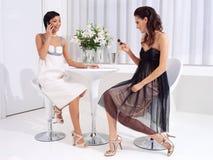 Женщины на перерыве на чашку кофе a Стоковые Изображения