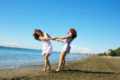 Женщины на пляже Стоковые Изображения RF
