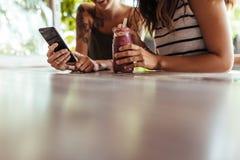 Женщины на ресторане Стоковое фото RF