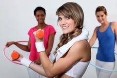 Женщины на спортзале Стоковое Изображение