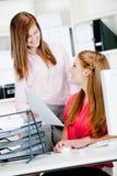 Женщины на столе офиса Стоковая Фотография RF