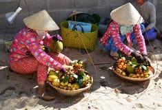 Женщины на шляпе Вьетнама Стоковое Изображение RF
