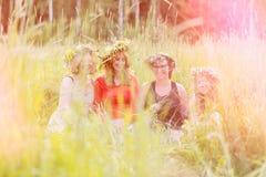 4 женщины нося венки Стоковые Фото