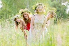 4 женщины нося венки Стоковые Изображения