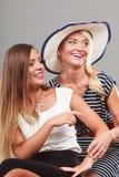 2 женщины нося модные платья Стоковые Изображения RF