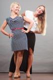 2 женщины нося модные платья Стоковая Фотография