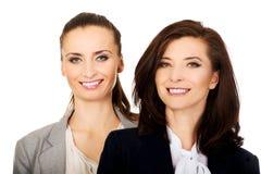 2 женщины нося обмундирования офиса Стоковое Фото