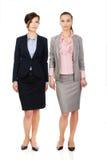 2 женщины нося обмундирования офиса Стоковое фото RF