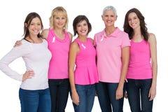 Женщины нося пинк для осведомленности рака молочной железы Стоковые Изображения RF