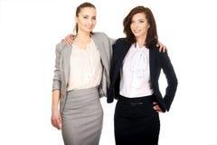 2 женщины обнимая один другого Стоковое Изображение