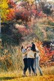 Женщины обнимая outdoors Стоковые Фото