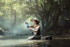 Женщины образа жизни сельской местности стоковое изображение