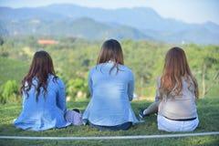 3 женщины осмотренной от заднего пока носящ вскользь платье Стоковые Изображения RF