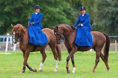 2 женщины от sidesaddle катания голубой звезды Стоковые Фотографии RF