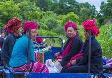 Женщины племени Pao в Мьянме Стоковые Изображения